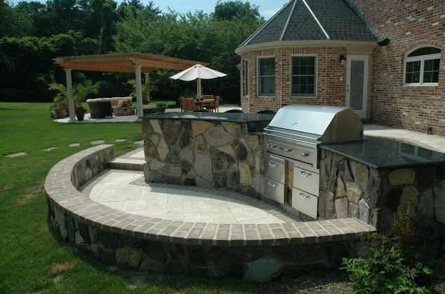 Travertine Patio/Outdoor Kitchen: