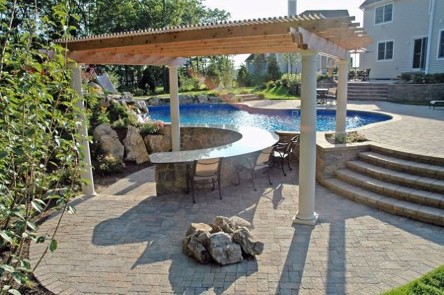 Outdoor U-Shaped Bar with Pergola: