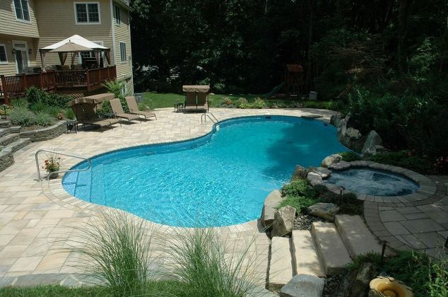 Replacing Vinyl Pool Liners (Manhasset/NY):