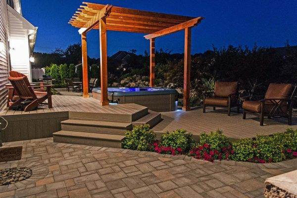 Two-tiered Deck with Hot Tub (Shoreham, NY):