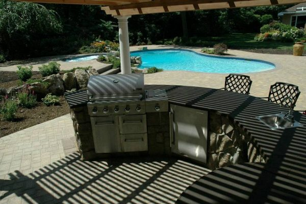 Outdoor Kitchen/Bar with Pergola: