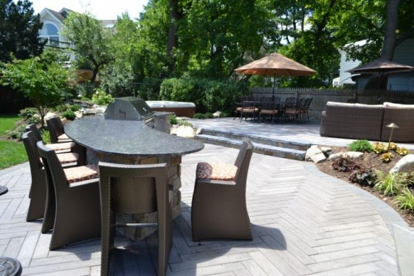 Outdoor Bar/Dining Area: