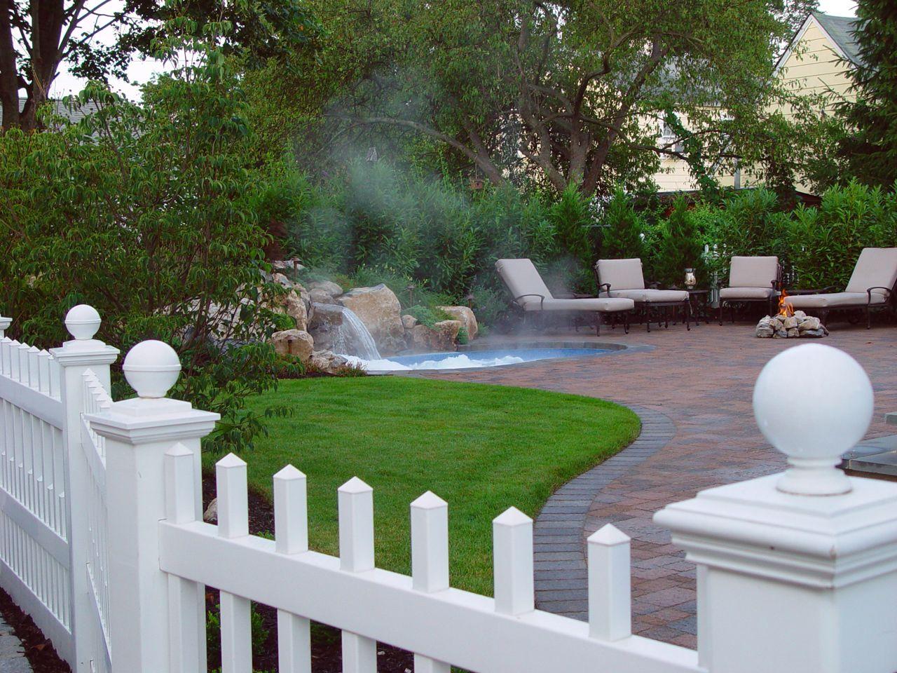 Pool/Spa Combo for Small Backyard: