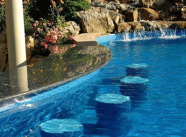 Swim-Up Bars: Turning Your Backyard Pool Into a Full-Blown Resort